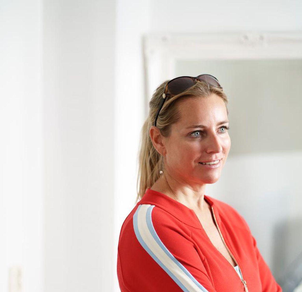 """Afbeelding van Baksteen - Cosmetisch arts Ninette van Es: """"Jongeren hebben begrenzing nodig"""""""